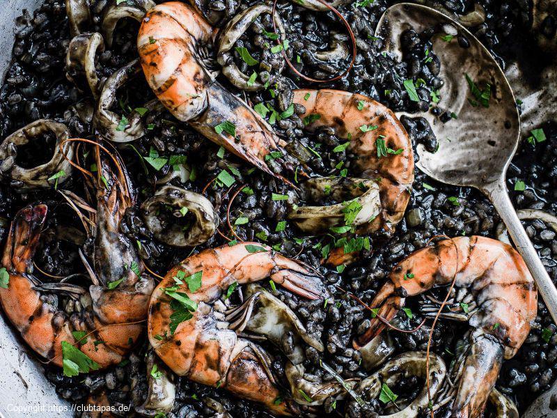 Arroz Negro - Schwarze Paella mit Calamari